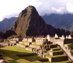 per-Anden-Taeler-und-Ruinen-in-Peru